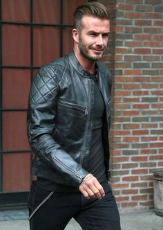 David Beckham is an official legend: soccer star, a multi-millionaire businessman, heart-warming father and husband to a pop star turned fashion designer. Want to learn how to dress like David Beckham? Beckham, Men's Leather Jacket, Vintage Leather Jacket, Leather Jackets, David Bekham, Fashion Night, Stylish Men, Fitness, Menswear