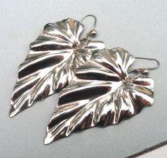 Simple Leaf Earrings  Handmade Earrings Mod by Kikiburrabeads, $15.00
