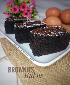Resep Brownies Kukus 3 sdm 🍫 oleh Xenia Kitchen's - Cookpad Brownie Recipes, My Recipes, Cake Recipes, Recipies, Brownie Cake, Cake Brownies, Brownies Kukus, Canned Blueberries, Vegan Scones