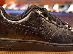 Nike Air Force 1 Low - Black - Gum