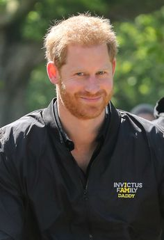 Prince Harry proudly sported a 'Daddy' jacket during a solo outing on Thursday, May just three days after he and Duchess Meghan welcomed son Archie — pics! Prinz Charles, Prinz William, Prince Harry Photos, Prince Harry And Meghan, Meghan Markle, Baby Prinz, Die Queen, Invictus Games, Prinz Harry