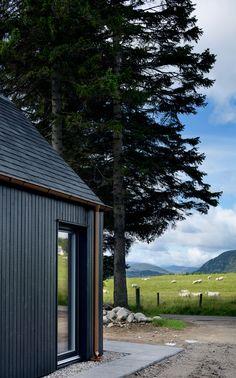 Wood Cladding Exterior, Black Cladding, Cedar Cladding, House Cladding, Cladding Ideas, Modern Barn House, Timber House, Timber Cabin, House Extension Design
