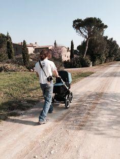A passeggio...  Agriturismo La Fattoria del Rio di Sopra, Lago Trasimeno, Umbria, Italia www.lafattoriadelriodisopra.it #bugaboo #trasimeno #lagotrasimeno #umbria #agriturismo Umbria Italia, Rio, Beautiful