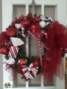 Candy Christmas wreath Christmas Candy, Christmas Wreaths, Balloons, Holiday Decor, Crochet, Beautiful, Home Decor, Art, Christmas Decor