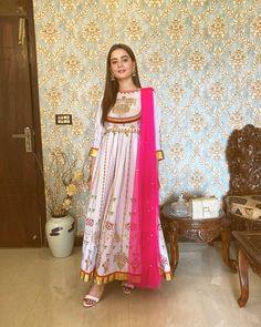 Pakistani Formal Dresses, Pakistani Fashion Casual, Pakistani Wedding Dresses, Pakistani Dress Design, Pakistani Outfits, Indian Dresses, Indian Fashion, Pakistani Frocks, Pakistani Clothing