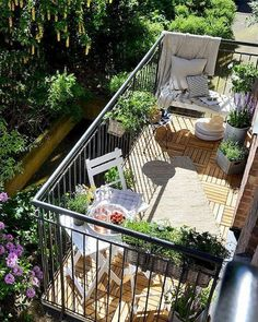 20 fantastische Balkon Garten Dekor Ideen 20 fantastic balcony garden decor ideas, The post 20 fantastic balcony garden decor ideas appeared first on Dekoration. Small Balcony Garden, Outdoor Balcony, Small Space Gardening, Backyard Pergola, Terrace Garden, Outdoor Decor, Balcony Ideas, Balcony Gardening, Backyard Ideas