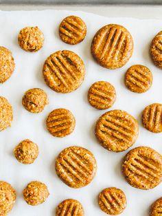 No-bake almond butter cookies (with goji berries)