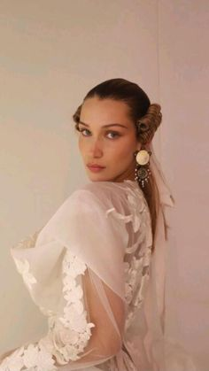 Bella Hadid Pictures, Isabella Hadid, Bella Gigi Hadid, Lolita, Holiday Dresses, Dance Dresses, Pretty People, Ball Gowns, Celebrity Style