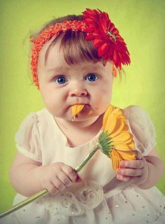 ♥Oh Daisy the cute , funny little headbands you have worn. We have so many smiles of you as a little!! Do you think she likes the taste of this Shasta Daisy?? Cute and funny picture Daisy but your pics are just as cute ..I so glad I have so many pics of you. We all change so fast ;(