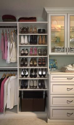 How to choose a custom closet professional.. Lol, my closet has never been this organized...