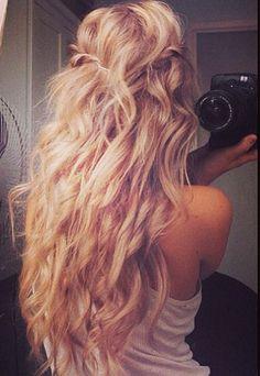 Wide-barreled curls with extra volume.