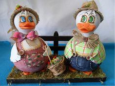 Cabascuit: ARTES NA CABAÇA Duck Crafts, Clay Crafts, Diy And Crafts, Paper Crafts, Halloween Gourds, Paper Mache Animals, Solar Light Crafts, Decorative Gourds, Fondant Animals