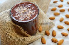 Kakaovo-mandľové smoothie je ľahodnou kombináciou chutí a ingrediencii., #Fit #Vegánskerecepty Smoothie, Pudding, Fit, Desserts, Tailgate Desserts, Deserts, Puddings, Smoothies, Dessert