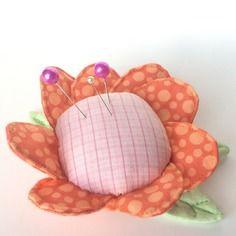 Pique-aiguilles fleur - accessoire pour couturière - range-aiguilles