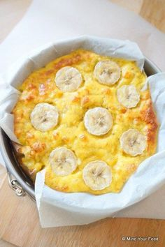 Clafoutis met banaan ORIGINAL RECIPE IN DUTCH: 2 ripe bananas 2 eggs 4 tbsp almond flour 1 tsp vanilla powder 1 teaspoon baking powder Clean Recipes, Low Carb Recipes, Sweet Recipes, Healthy Recipes, Low Carb Breakfast, Breakfast Recipes, Snack To Go, Happy Foods, Beignets