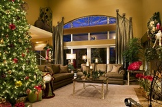 Decorate a Special Dining Room for Christmas Day | Christmas dining room decorating ideas