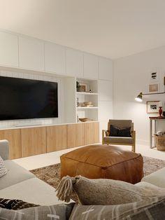 Built In Tv Wall Unit, Built In Shelves Living Room, Living Room Wall Units, Ikea Living Room, Living Room Storage, Media Wall Unit, Tv Wall With Shelves, Ikea Wall Units, Ikea Wall Cabinets