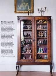 Creative shoe storage -- Great way to use antique display cabinets Vitrine Vintage, Antique Display Cabinets, Vintage Cabinet, Ideas Armario, Decoracion Vintage Chic, Flur Design, Creative Shoes, Creative Ideas, Creative Decor