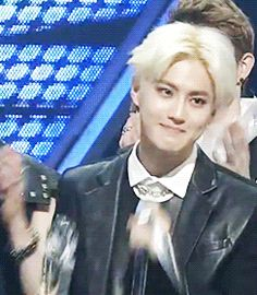 not 100% sure but I think this is suho receiving the award after the kris scandal >.< look at how sad he is