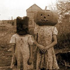 Google Image Result for http://www.rowsdowr.com/wp-content/uploads/2012/10/creepy_old_halloween_photos25.jpg