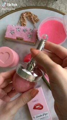 Gold Eye Makeup, Skin Makeup, Beauty Makeup, Beauty Tips For Glowing Skin, Makeup Kit, Makeup Brush, Cute Makeup, Aesthetic Makeup, Makeup Videos