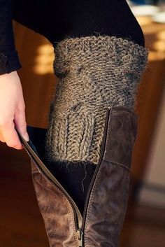 Diy Crafts Ideas : DIY old sweater sleeves into leg warmers.
