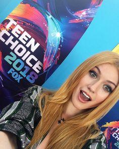 Kat the Teen Choice Awards 2018 ❤ . Via shadowhunterstv Shadowhunters Tv Series, Shadowhunters Season 3, Clary Fray, Katherine Mcnamara, Teen Choice Awards, Shadow Hunters, Favorite Tv Shows, It Cast, Actresses