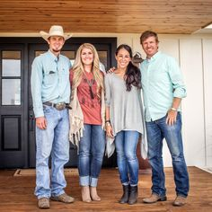 So, you're a 'Fixer Upper' fan? So are we, and we've rounded up the top 9 design tricks from co-host Joanna Gaines. Gaines Fixer Upper, Fixer Upper Joanna, Magnolia Fixer Upper, Chip Und Joanna Gaines, Joanna Gaines Style, Joanne Gaines, Jo Gaines, Chip Gaines, Magnolia Market