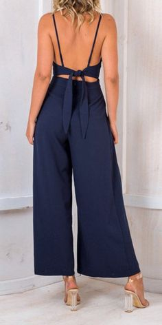 Sexy V Neck Suspender Jumpsuit Outfits For Teens, Trendy Outfits, Cool Outfits, Work Dresses For Women, Races Fashion, Romper Outfit, Sport Chic, Jumpsuits For Women, Pretty Dresses