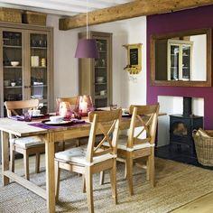 Comedor color violeta.