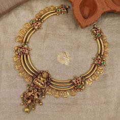 Real Gold Jewelry, Gold Jewellery, Bridal Jewelry, Jewelery, Women Jewelry, Antique Jewellery Designs, Antique Jewelry, Jewelry Design, Indian Jewelry Sets