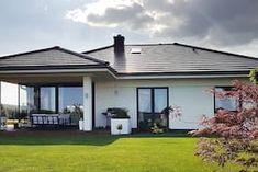 Dom w bodziszkach Bungalow House Plans, Bungalow House Design, Modern House Design, Farmhouse, Outdoor Decor, Home Decor, House Ideas, Projects, Collection