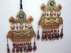 Chest amulets from Uzbekistan. Silver gilt, micromosaic turquoise, and coral. Source: Joost Daalder.