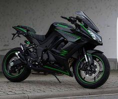 Motorcycles, bikers and more — Kawasaki Kawasaki Motorcycles, Cool Motorcycles, Triumph Motorcycles, Ducati Diavel, Honda Cbr 1000rr, Motorcross Bike, Motorcycle Bike, Green Motorcycle, Motorbike Girl