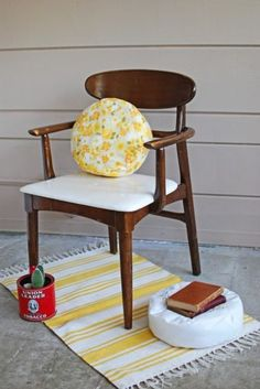 DIY Pillowcase Pouf: cushions and poufs make a space feel comfortable, cozy and lived in. I would love to make these with vintage pillowcases!