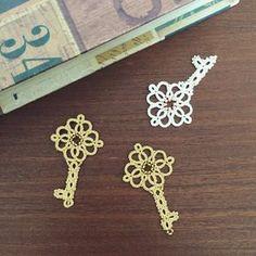 Tatting lace necklace pendant pdf pattern The Magic by TheKimAndI