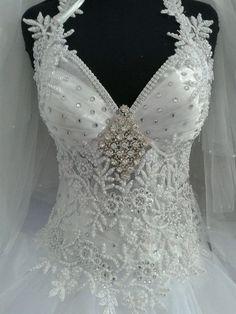 Robe de mariée neuve avec bustier dentelle avec fleurs et strass à Créteil