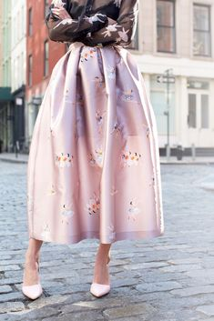 A feminine silhouette, delicate prints and the softest shade of pink – what's not to love about this look? Fashion Week, Love Fashion, Fashion Looks, Womens Fashion, Fashion Trends, Street Fashion, High Fashion, Look Formal, Mode Chic
