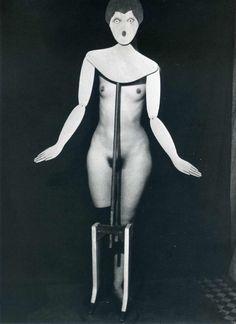 Man Ray (August 27, 1890 – November 18, 1976) : photographer