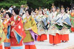 女人行列 Women dressed in junihitoe
