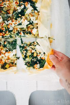 Plaattaart van filodeeg met prei, spinazie en feta • Deb's Bakery & Kitchen Easy Smoothie Recipes, Easy Smoothies, Good Healthy Recipes, Healthy Snacks, Vegetarian Recipes, Veggie Recipes, Easy Diner, Feta Pizza, Bakery Kitchen