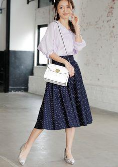 【毎日コーデ】GUのシャツでプレゼンに臨む。きちんと&オシャレ見えな通勤コーデ | andGIRL [アンドガール] Jw Fashion, Modest Fashion, Couture Fashion, Fashion Outfits, Plus Size Fashion Dresses, Long Skirt Fashion, Uniqlo Outfit, Uniqlo Style, Cute Skirt Outfits
