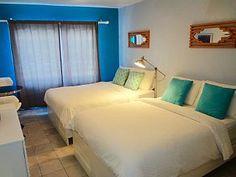 Condominio moderno con 2 camas - La mejor ubicación - TV libre y Wi-Fi!Alquiler de vacaciones en Sur de Miami Beach de @homeaway! #vacation #rental #travel #homeaway Miami Beach, Vacation Rental Sites, Beach House, Kitchenette, Queen Beds, Freezer, Wi Fi, Furniture, Art Deco