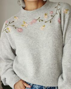 DIY Flower Embroidery on Knit Sweater - fiorelila Hand Embroidery Videos, Embroidery On Clothes, Simple Embroidery, Embroidered Clothes, Embroidery Fashion, Flower Embroidery, T Shirt Embroidery, Diy Kleidung Upcycling, Diy Pullover