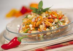 Salade de pois chiches à l'orge et aux légumes colorés | Saladexpress.ca Chutney, Food Inspiration, Salsa, Tacos, Mexican, Ethnic Recipes, Vegetarische Rezepte, Salads, Cook