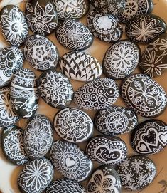 Rock Painting Ideas Discover Black and White Painted Rocks Mandala Gift Black and White Mandala Stones Painted Hand Painted Mandala Rocks Mandala Painted Rocks Set Mandala Painting, Dot Painting, Stone Painting, Painting People, Mandala Drawing, Mandala Painted Rocks, Mandala Rocks, Painted Garden Rocks, Painted Stones