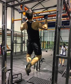 En #Instagram: Buena tarde de entrenamiento con @victoriaespejo8 y @rubio_jl   Lo prometido es deuda y aquí va la foto aunque debo reconocer que es un poco de postu  No obstante el próximo mes volveré a incluir las dominadas. No siempre se puede hacer todo . . #me #gym #fitness #pullup #exercise #workout #hard #night #sport #lifestyle #healthylife http://ift.tt/2h7Wv8y