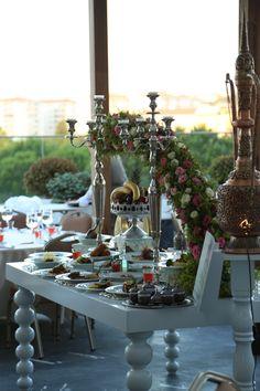 Merve Akan Events'in hazırladığı İftar menüleri sunum masası