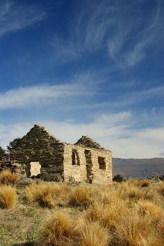 Remains of old gold settlement Central Otago New Zealand Bill Gibson-Patmore. Abandoned Buildings, Abandoned Places, Banff National Park, National Parks, Central Otago, Old Cottage, Old Farm Houses, The Beautiful Country, South Island