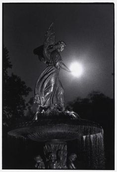 BRUCE DAVIDSON USA. New York. Central Park. 1992. Angel of the Waters Fountain at Bethesda Terrace.